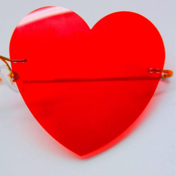 Création forme coeur sur verres rouges pour un évènement.