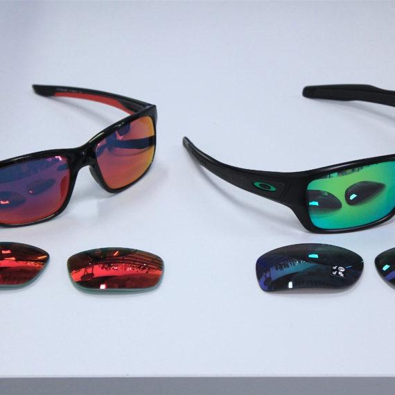 Montages de lunettes Oakley correctrices en verres blancs et verres solaires.
