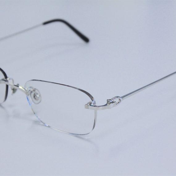 Montages de lunettes percées Cartier, minima et Carrera avec formes sur-mesure.