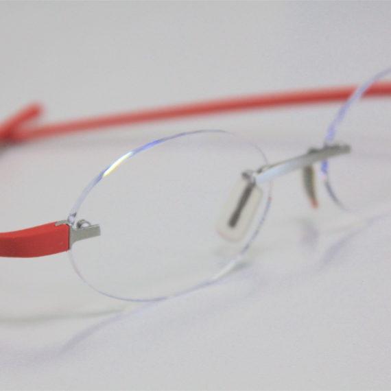 Verres ovales sur-mesure sur lunettes Tag Heuer.